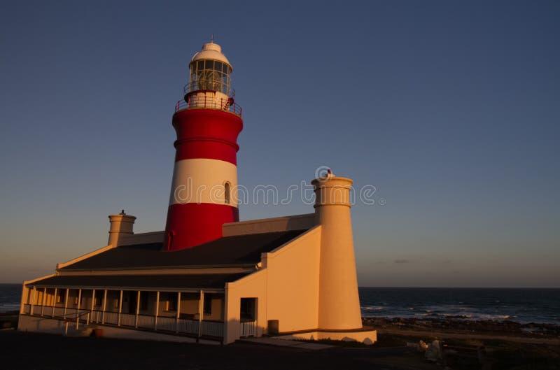 L punto del sud di Agulhas Ligthouse al massimo in Africa, durante il tramonto fotografie stock libere da diritti