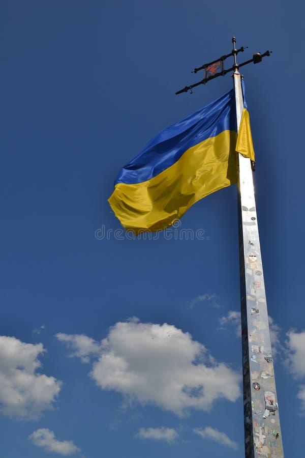 L'Ucraina, Leopoli, alto castello, bandiera ucraina immagini stock libere da diritti