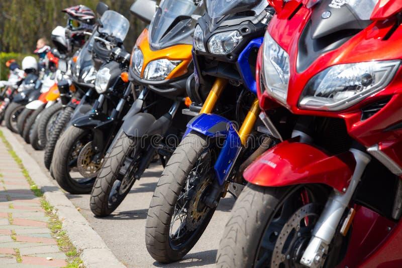 l'ukraine Khmelnitsky r Motos ? l'ouverture de ressort de la saison de moto photographie stock libre de droits