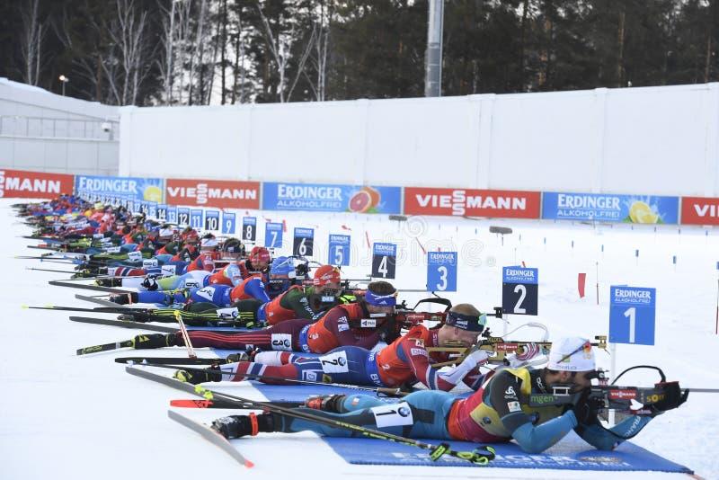 L'ultima corsa del biathlon del mondo della stagione 2017-2017 è l'inizio di massa dell'uomo fotografie stock libere da diritti