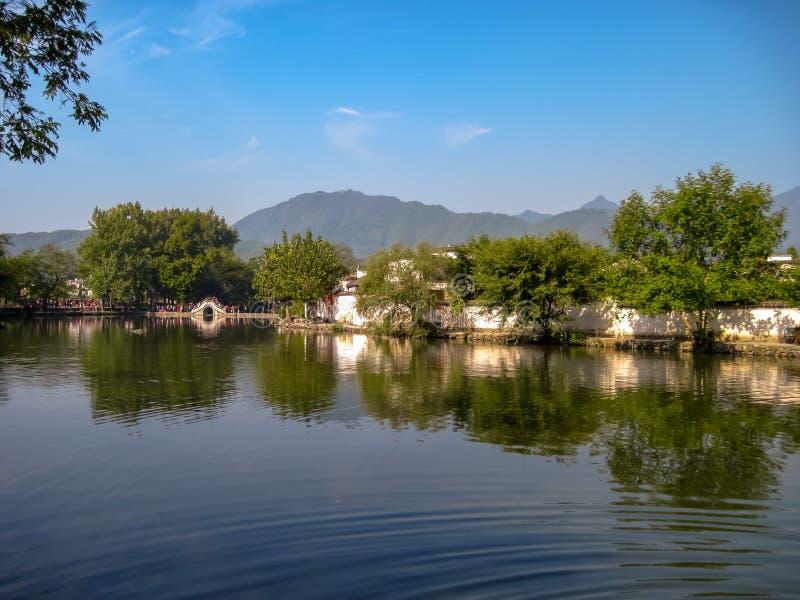 L'UNESCO a énuméré le vieux village de Hongcun avec les maisons traditionnelles de Huizhou photographie stock libre de droits