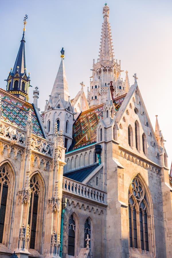 L'UNGHERIA, BUDAPEST: Chiesa di Matyash con il tetto variopinto fotografia stock libera da diritti