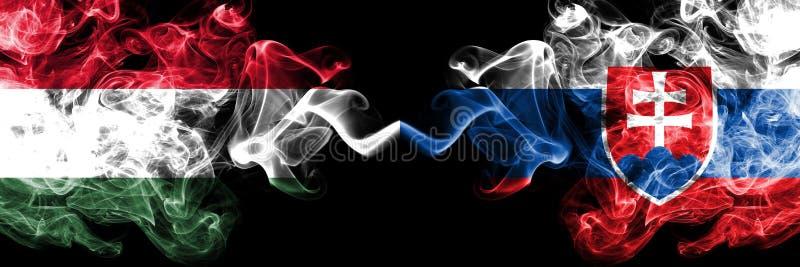L'Ungheria, ungherese, Slovacchia, slovacca, bandiere fumose variopinte spesse della concorrenza di vibrazione Giochi europei di  illustrazione di stock