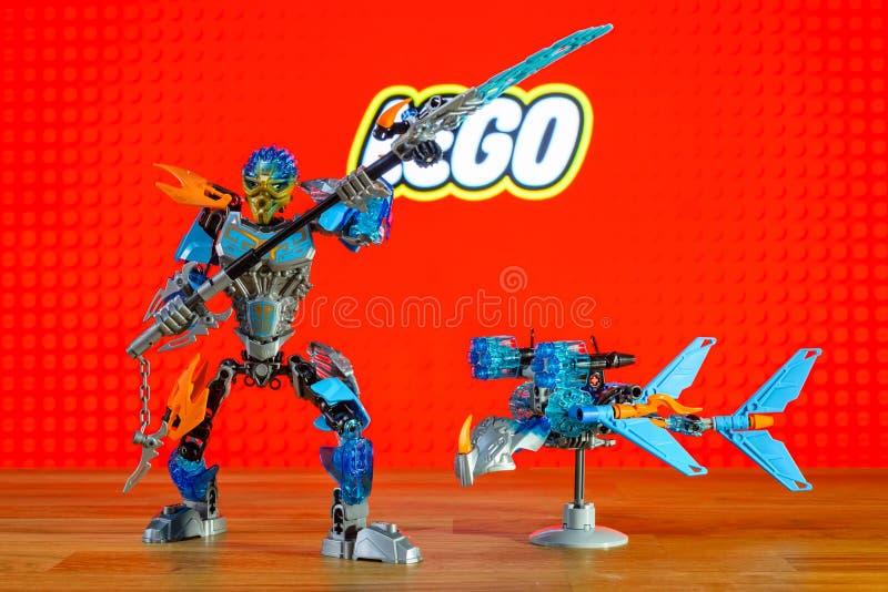 L'universo dei caratteri (giocattoli) di Lego Bionicle - Gali, Uniter di acqua e Akida, creatura di acqua fotografia stock libera da diritti
