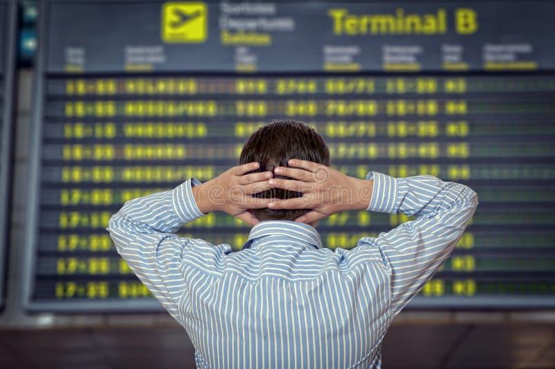 L'uomo all'aeroporto immagine stock libera da diritti