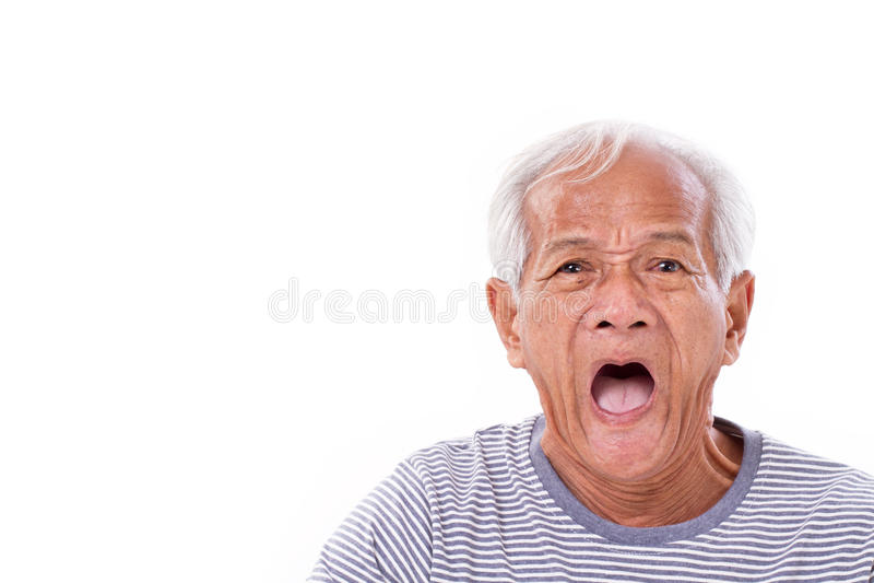 L'uomo anziano colpito, sgomento, infelice con i surfer's osserva o pterygi immagine stock libera da diritti