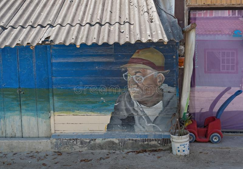 L'uomo anziano di arte della via con i vetri nel holbox, Quintana Roo, Messico ha individuato in Yucatan del nord fotografie stock libere da diritti