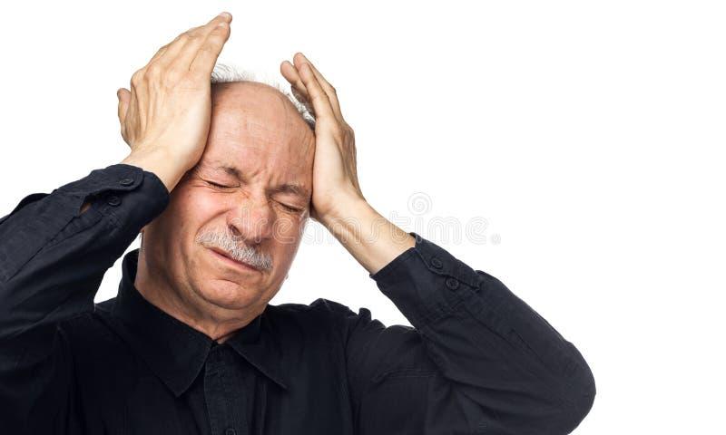 L'uomo anziano soffre dall'emicrania fotografie stock libere da diritti