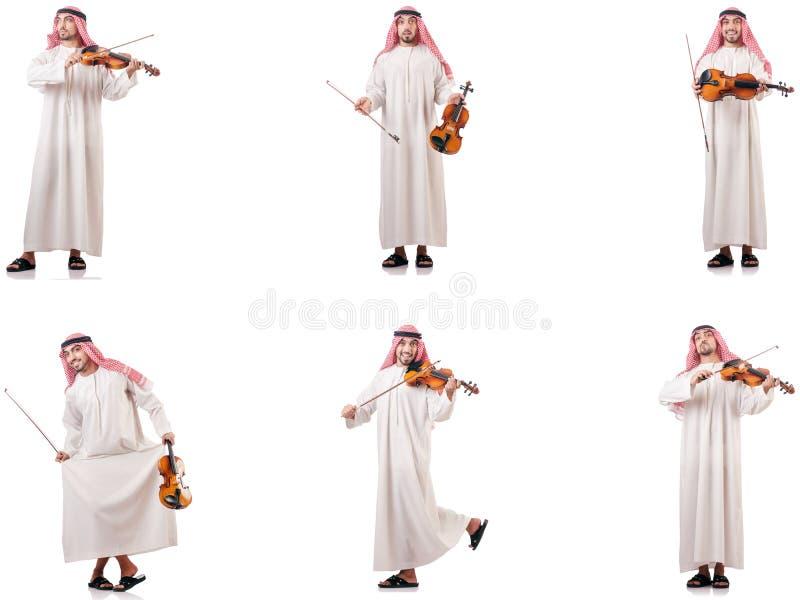 L'uomo arabo che gioca violino isolato su bianco immagini stock libere da diritti