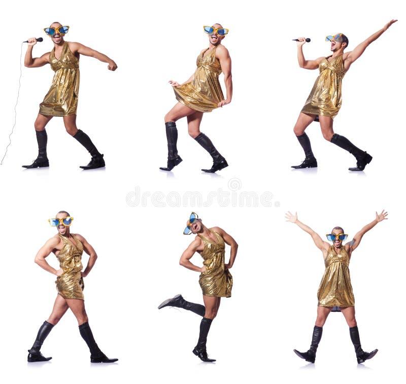 L'uomo in canto femminile dell'abbigliamento con il mic immagini stock libere da diritti