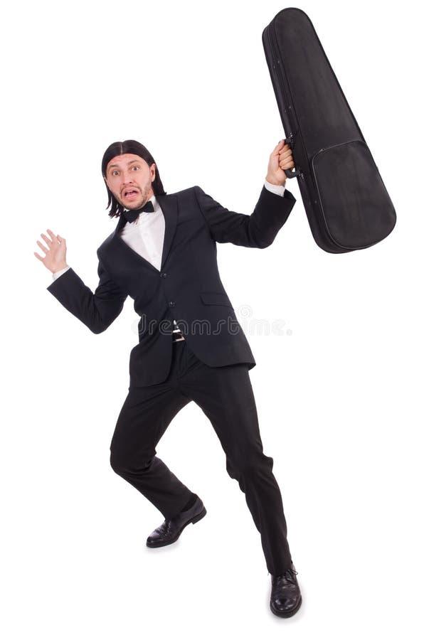 L'uomo con la cassa del violino isolata su bianco immagine stock