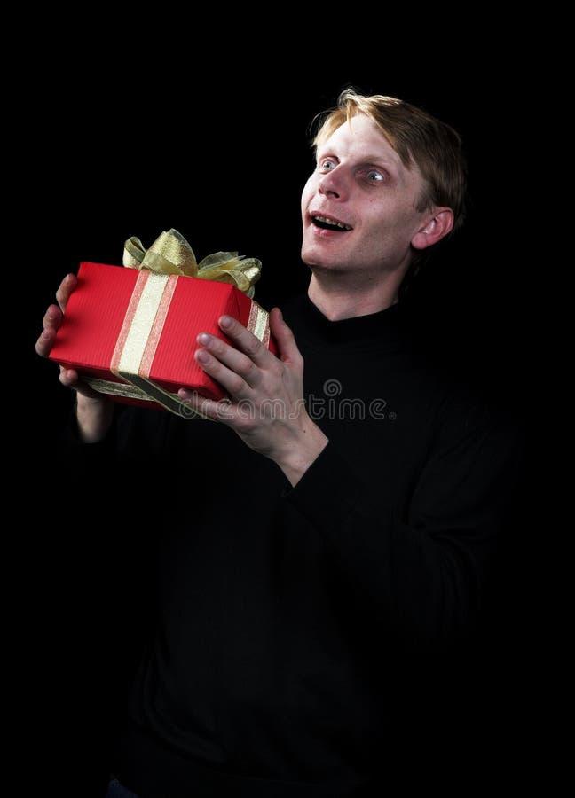 Download L'uomo con un regalo immagine stock. Immagine di nastro - 3878431