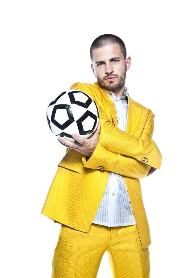 L'uomo d'affari è una grande palla di compressioni di fanbusinessman del fotball, isolata sui precedenti bianchi immagine stock