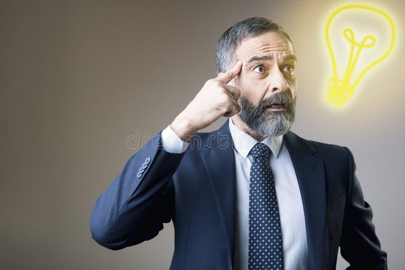 L'uomo d'affari anziano ha ottenuto un'idea immagini stock