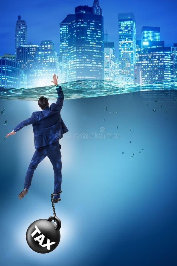 L'uomo d'affari che annega nel concetto delle imposte elevate illustrazione di stock