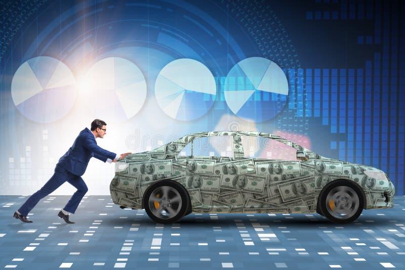 L'uomo d'affari che spinge automobile nel concetto di affari fotografie stock