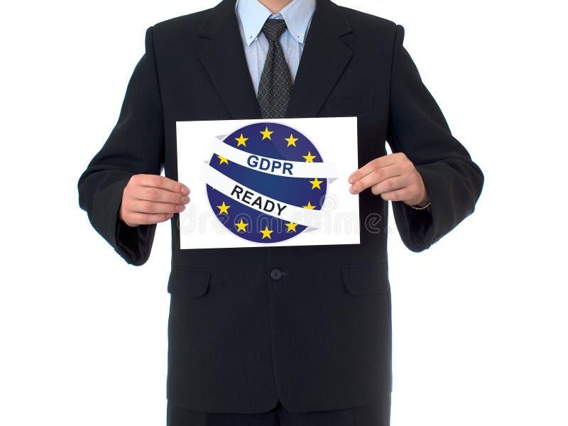 L'uomo d'affari che tiene una carta con GDPR aspetta il testo fotografia stock libera da diritti