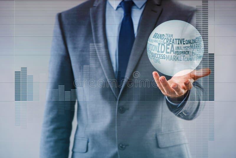 L'uomo d'affari con sfera di cristallo nel concetto di affari fotografia stock libera da diritti