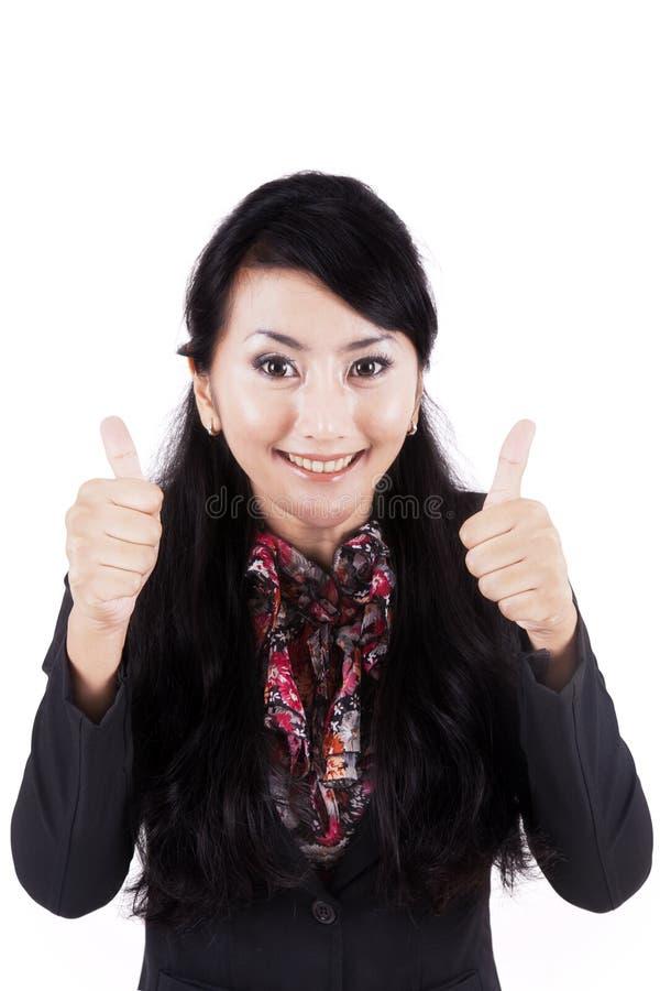 L'uomo d'affari felice mostra i pollici su sullo studio fotografia stock