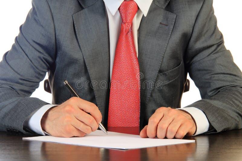 L'uomo d'affari firma il contratto fotografie stock