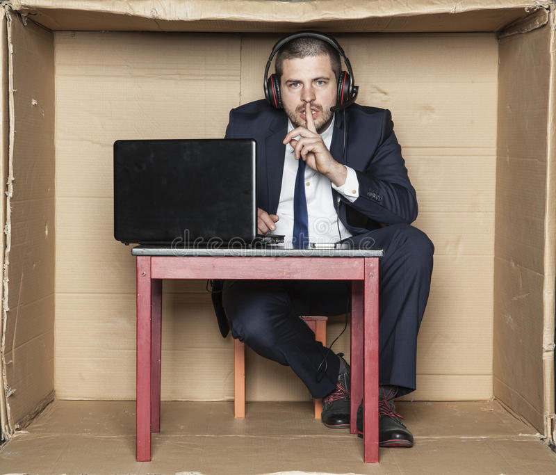 L'uomo d'affari gesture di silenzio immagini stock libere da diritti