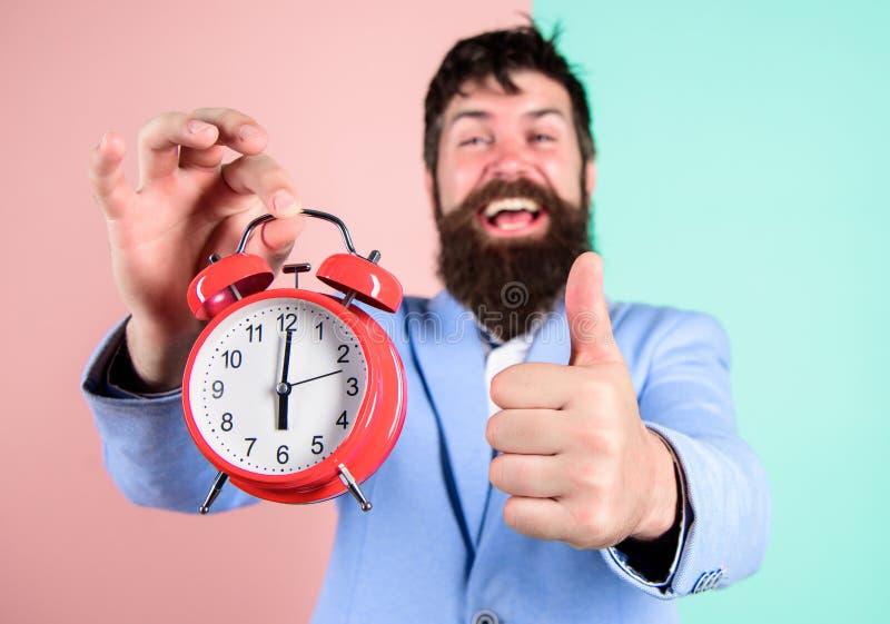 L'uomo d'affari ha finito in tempo Abilità manageriali di tempo Migliore ora Appena in tempo Allegro felice barbuto dell'uomo immagine stock
