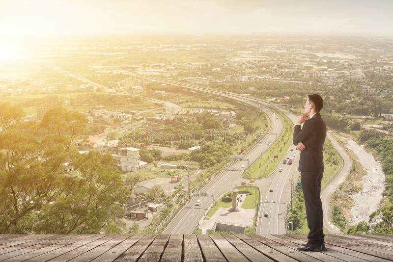 L'uomo d'affari ha un piano fotografia stock libera da diritti