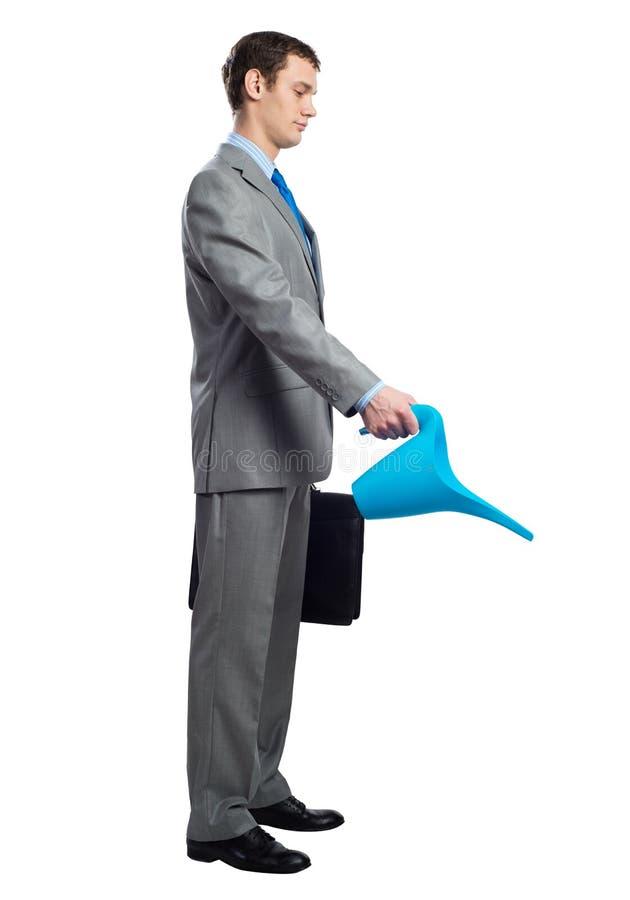 L'uomo d'affari indossa il vestito grigio con la valigia immagini stock