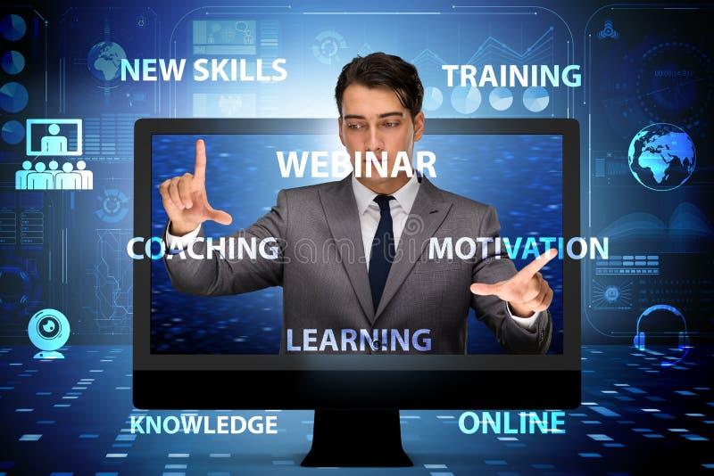 L'uomo d'affari nel concetto webinar online fotografie stock