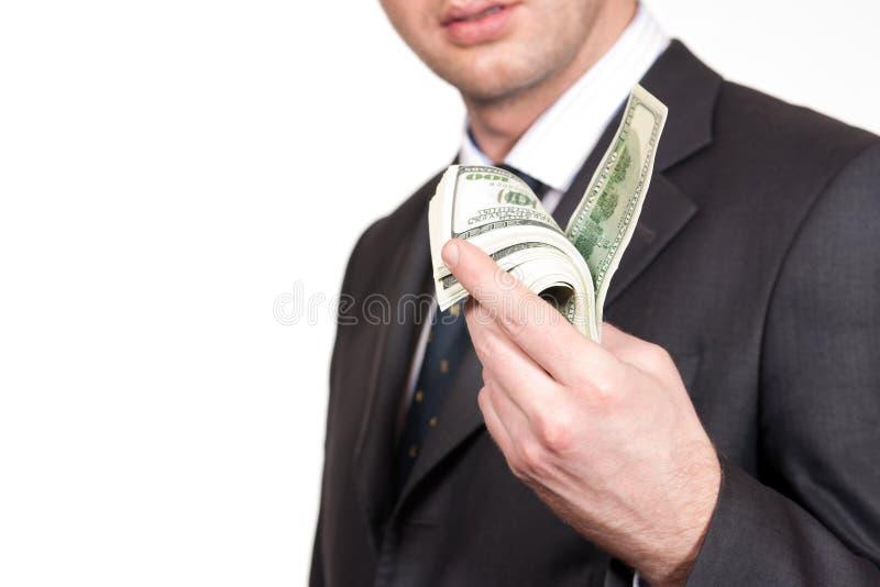 L'uomo d'affari offre i soldi su bianco fotografia stock libera da diritti