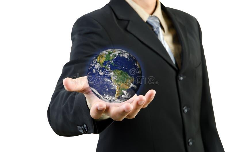 L'uomo d'affari passa la terra del pianeta della holding immagini stock libere da diritti