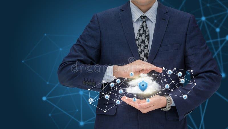 L'uomo d'affari protegge la vostra rete di trasmissione di dati fotografia stock libera da diritti