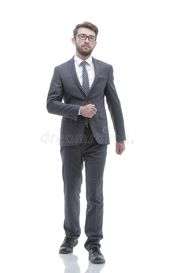 L'uomo d'affari sicuro va in avanti Foto nella piena crescita fotografia stock