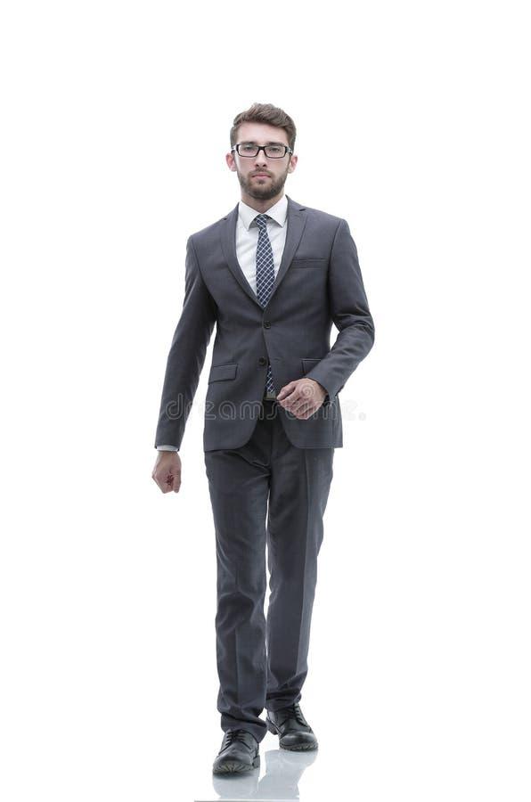 L'uomo d'affari sicuro va in avanti Foto nella piena crescita fotografie stock libere da diritti