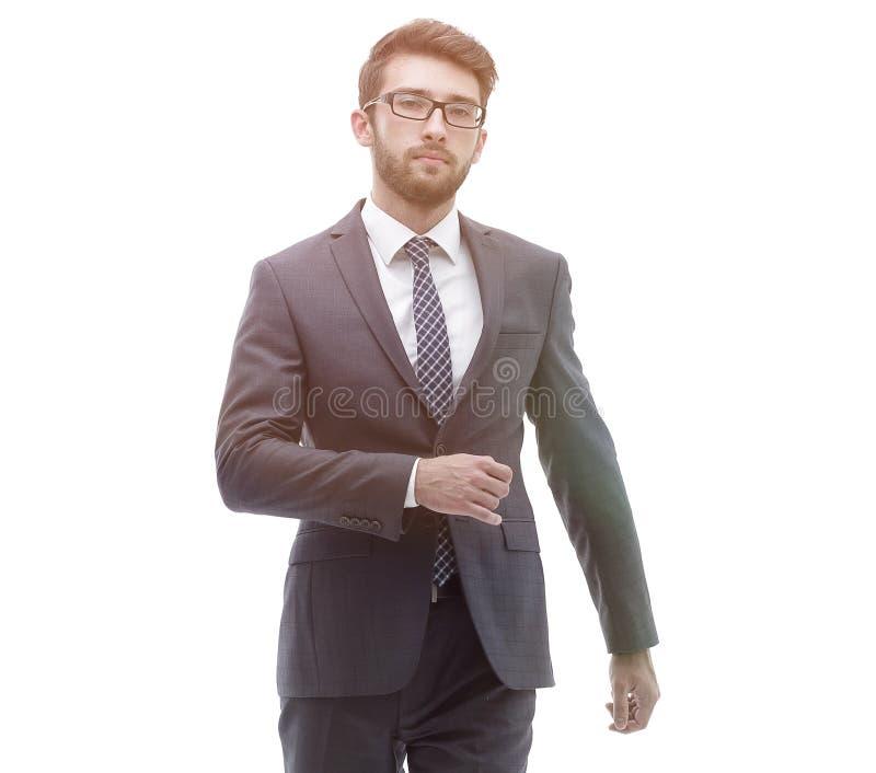 L'uomo d'affari sicuro va in avanti Foto nella piena crescita fotografia stock libera da diritti