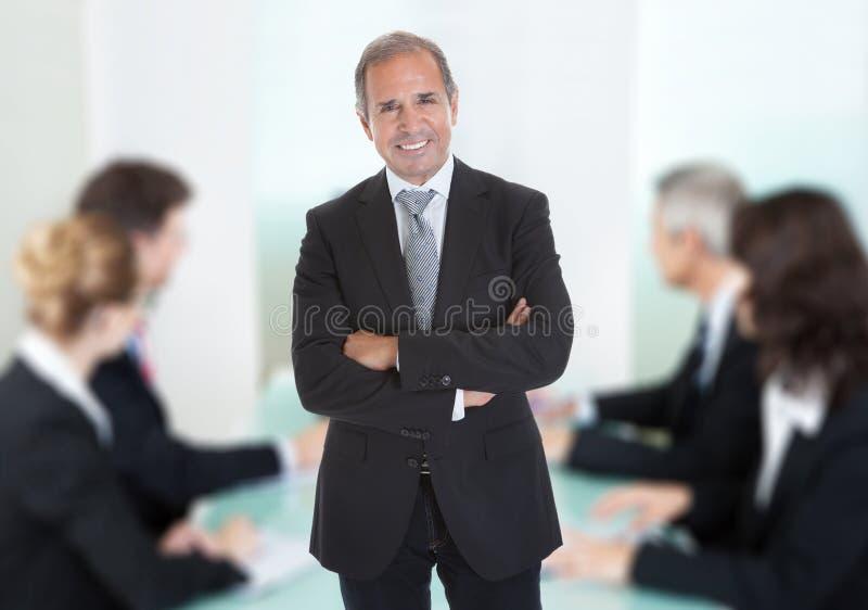 L'uomo d'affari Standing Arms With ha attraversato fotografia stock libera da diritti
