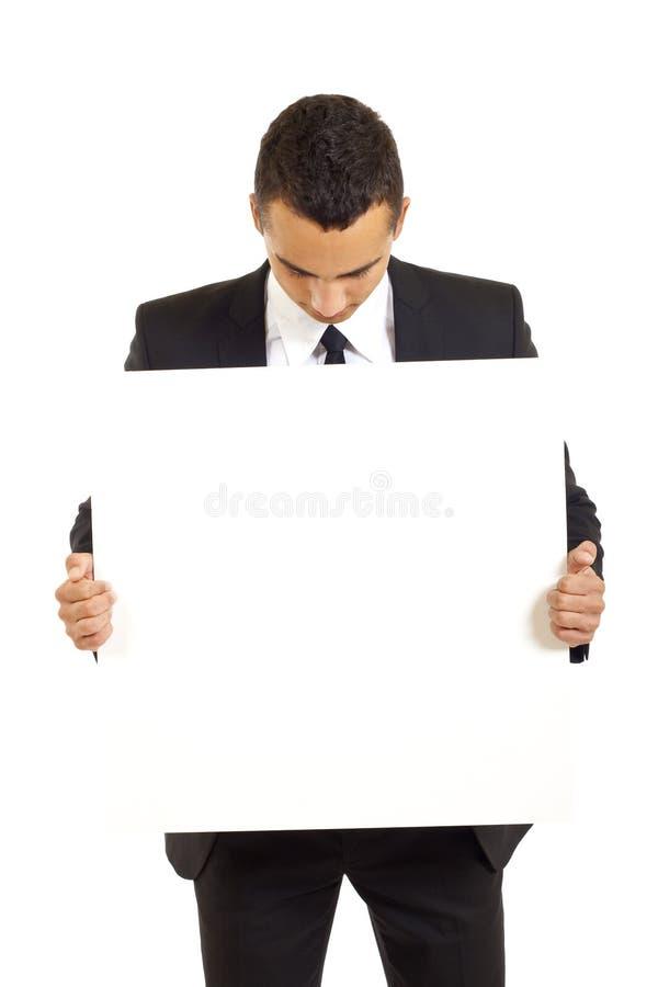 L'uomo d'affari tiene il segno in bianco fotografia stock libera da diritti