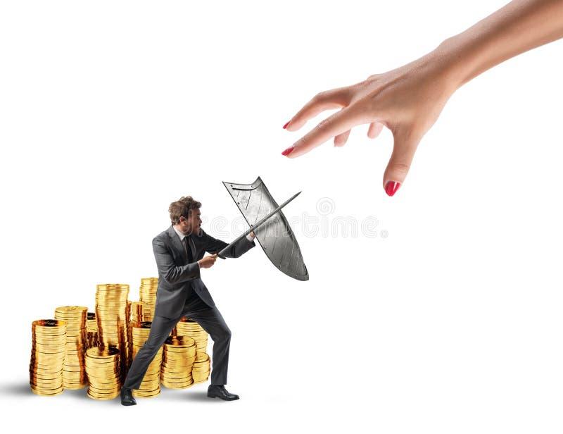 L'uomo di affari protegge il capitale finanziario dal combattimento del fisco con la spada e lo schermo rappresentazione 3d fotografie stock