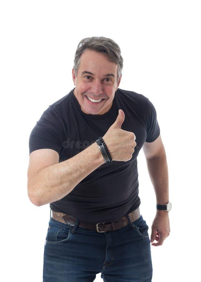 L'uomo di mezza età porta la maglietta nera Gesturing con il suo Th immagine stock libera da diritti