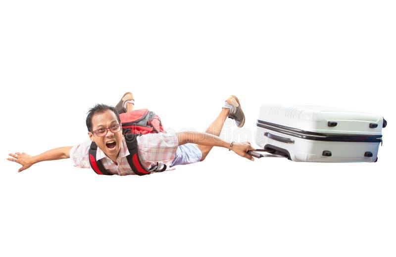 L'uomo di viaggio asiatico volante con la borsa dei bagagli ha isolato il backg bianco immagini stock