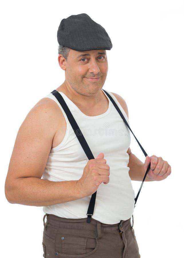 L'uomo divertente sta indossando un bianco, le bretelle e la canottiera sportiva Dura immagine stock