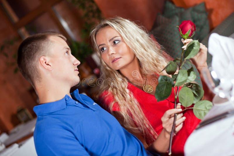 L'uomo e la ragazza fotografie stock libere da diritti
