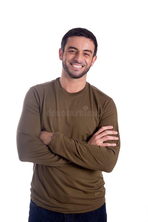 L'uomo felice con le armi ha piegato isolato su fondo bianco fotografia stock