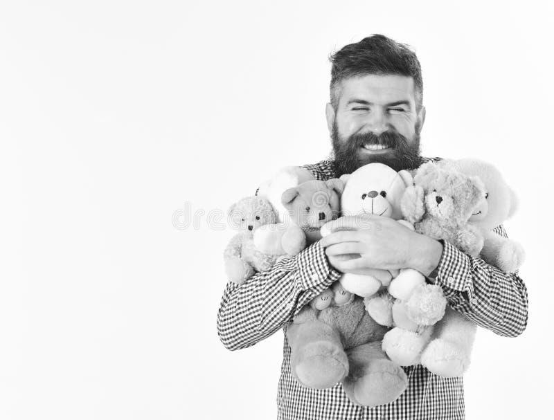 L'uomo generoso ha preparato molti orsacchiotti come regali fotografie stock