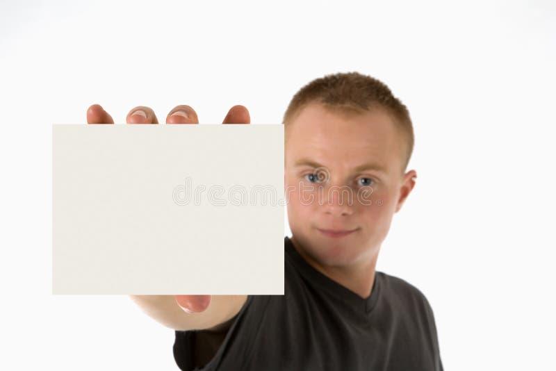 L'uomo tiene la scheda in bianco immagini stock libere da diritti