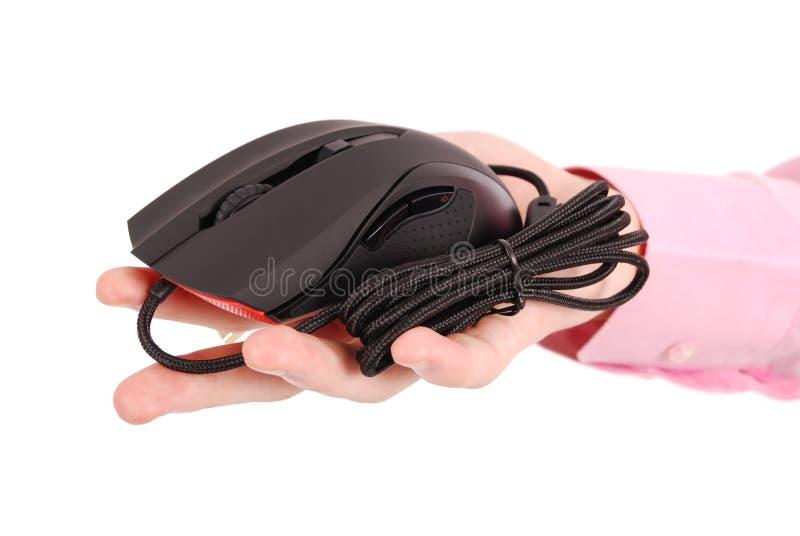 L'uomo tiene in suo topo ottico del computer del nero della mano fotografia stock