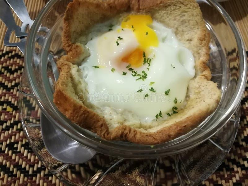 L'uovo cuoce con pane fotografie stock libere da diritti
