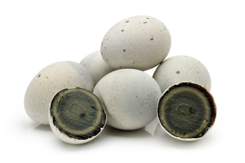 L'uovo di secolo o pidan, anche conosciuto come uovo conservato, è un ingrediente cinese di cucina fatto conservando le uova dell fotografia stock