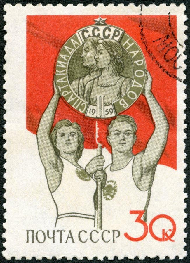 L'URSS - 1959: atleti di manifestazioni che tengono trofeo, giochi nazionali di Spartacist di serie, Mosca immagini stock