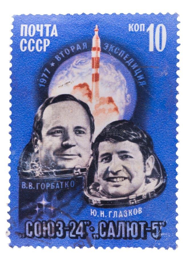 L'URSS - CIRCA 1977: un bollo stampato vicino, ritratto di manifestazioni di fotografia stock